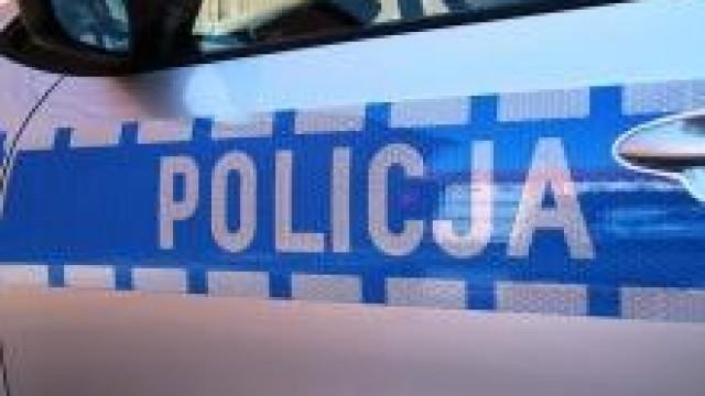 Oświęcim. Policjanci poszukują dwóch mężczyzn podejrzanych o kradzież skarbonki z datkami na leczenie chorego dziecka