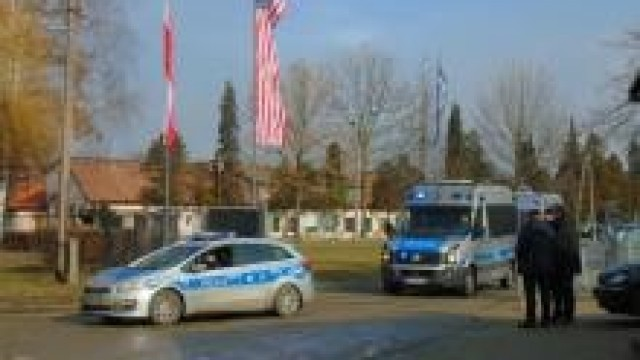 Oświęcim.  Policjanci zabezpieczali wizytę Prezydenta Polski i Wiceprezydenta Stanów Zjednoczonych Ameryki w byłym niemieckim nazistowskim obozie koncentracyjnym i zagłady Auschwitz – Birkenau
