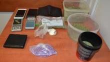 Oświęcim. Policjanci zatrzymali dealera narkotykowego, zabezpieczyli jego towar oraz pieniądze pochodzące z nielegalnego procederu