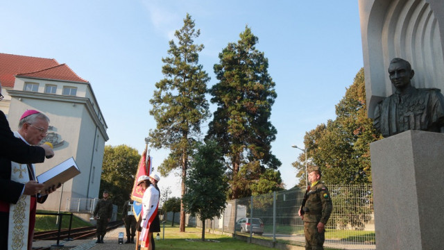 OŚWIĘCIM. Pomnik rtm. Pileckiego stanął obok uczelni