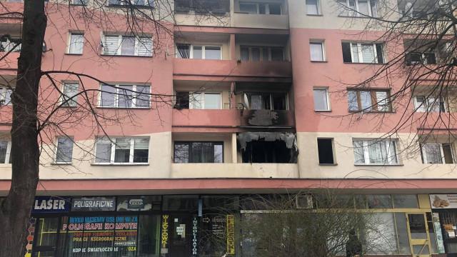 OŚWIĘCIM. Pożar na osiedlu Chemików. Starsza kobieta i 2,5 letnie dziecko trafili do szpital