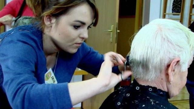 Oświęcim - prawdziwy salon fryzjerski dla seniorów z DDP