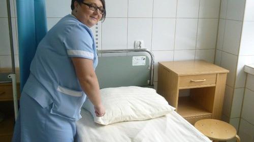 OŚWIĘCIM. Przywieźli kolejne szpitalne łóżka z Niemiec