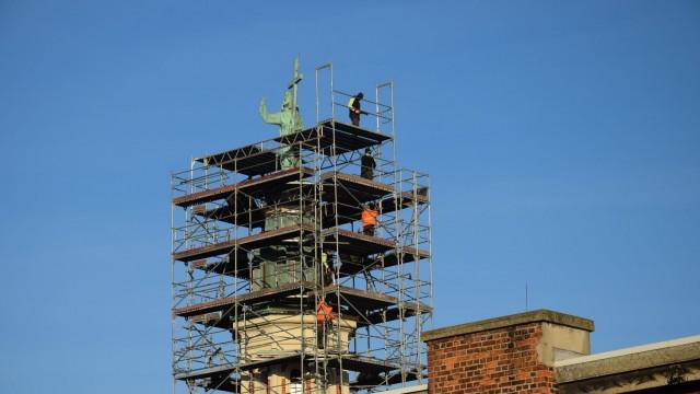 OŚWIĘCIM. remont wieży z posągiem Chrystusa