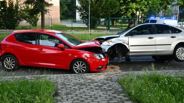 OŚWIĘCIM. Staranował pięć aut na parkingu. 30-latek zasnął za kierownicą