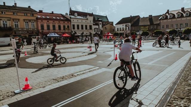 Oświęcim. Start trzeciego etapu Karpackiego Wyścigu Kurierów 3 maja z oświęcimskiego rynku
