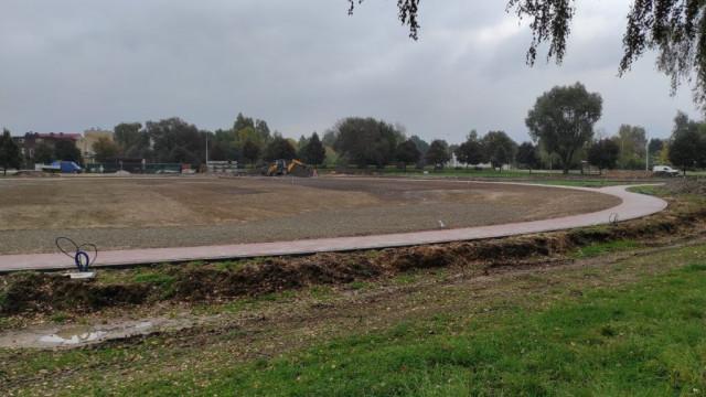 Oświęcim. W parku na Zasolu prowadzone są prace związane z jego poszerzeniem