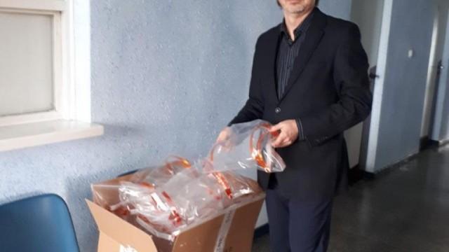 Oświęcim.  W Radzie Osiedla Stare Stawy drukują przyłbice chroniące personel medyczny przed potencjalnym zakażeniem koronawirusem