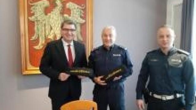 Oświęcim. Wspólnie dla bezpieczeństwa . Urząd Miasta przekazał Policji nowe AlcoBlow.