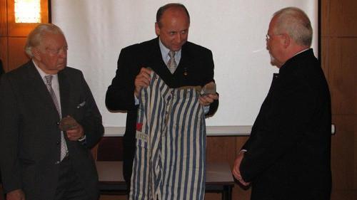 OŚWIĘCIM. Zaginione spodnie więźnia Buchenwaldu znaleziono nie u Marszałka, a Szajny