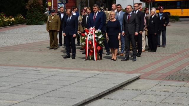 Oświęcim. Złożyli kwiaty w Święto Wojska Polskiego i rocznicę Bitwy Warszawskiej