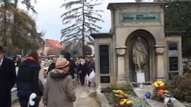 Oświęcim. Zmiany w ruchu przy cmentarzach na 1 listopada