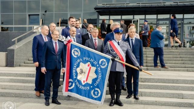 Oświęcimscy policjanci mają swój sztandar – FILM, FOTO