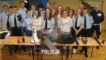 Oświęcimscy policjanci przybliżyli służbę w Policji, biorąc udział w warsztatach dla uczniów z klas policyjnych.