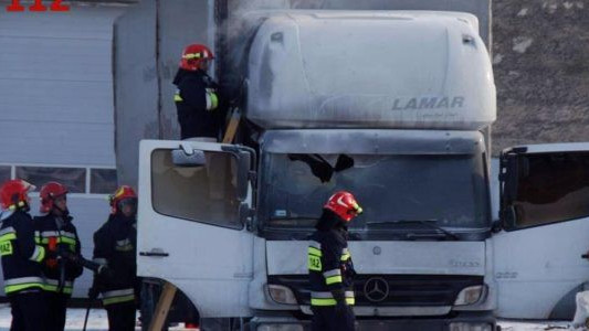 Palił się ciężarowy mercedes – FOTO