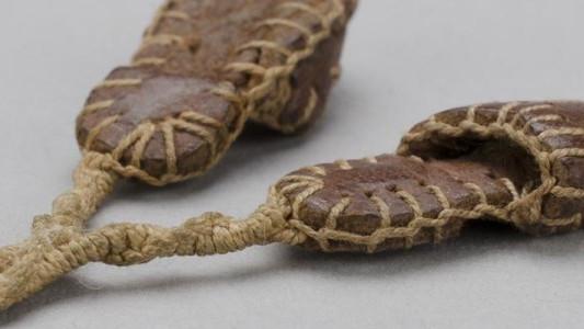 Pantofelki, które przeżyły Auschwitz