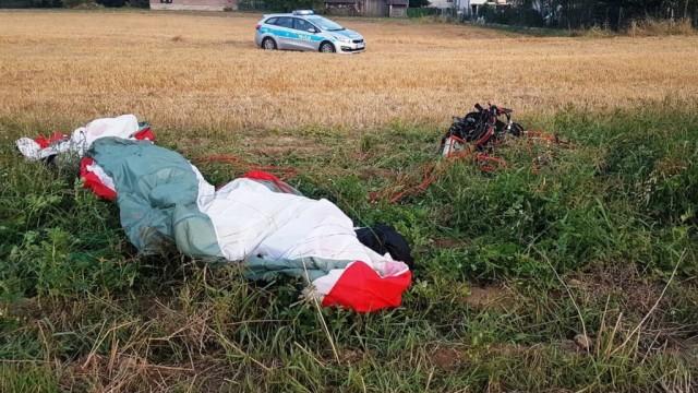 Paralotniarz rozbił się w Skidziniu – FOTO