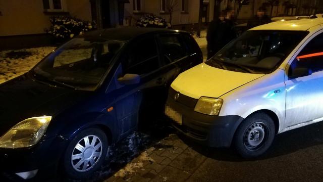 Pijany kierowca bez prawa jazdy, uszkodził trzy samochody. FOTO!