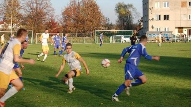 PIŁKA NOŻNA. Futbolowa sobota na boiskach trzeciej, czwartej i piątej ligi