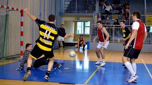 """PIŁKA NOŻNA. Futsalowe granie w hali """"Chemika"""""""