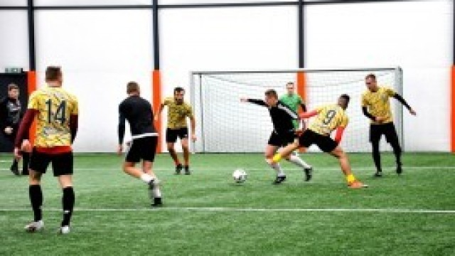 Piłkarze amatorzy walczyli o zwycięstwo w Turnieju Sylwestrowym Futbol Park