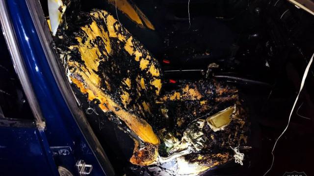 Płonął samochód zaparkowany w Zatorze. Policja bada sprawę