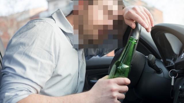 Podczas jazdy samochodem popijał … piwko