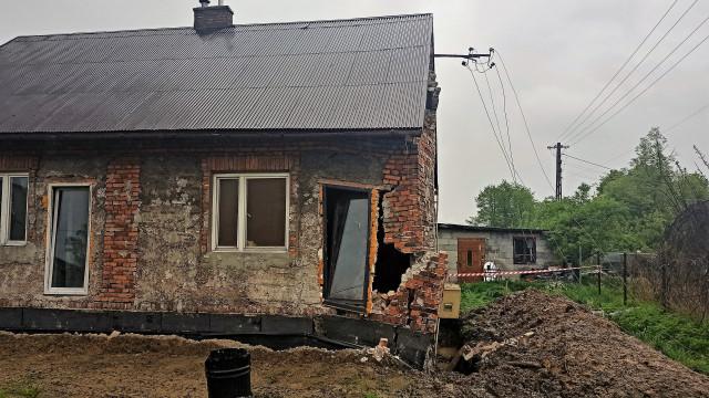 Podczas prac zawaliła ściana remontowanego budynku. W akcji służby ratunkowe – ZDJĘCIA!