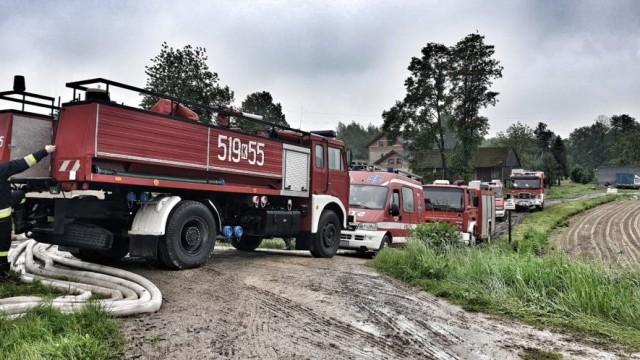 Pogotowie przeciwpowodziowe w Gminie Brzeszcze- strażacy usuwają skutki podtopień - InfoBrzeszcze.pl