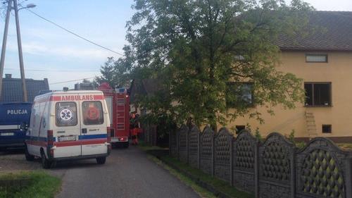 POLANKA WIELKA. 40-letni mężczyzna przewieziony do szpitala po pożarze domu jednorodzinnego