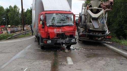 POLICJA. Zderzenie dwóch samochodów ciężarowych. Ranny jeden z kierowców