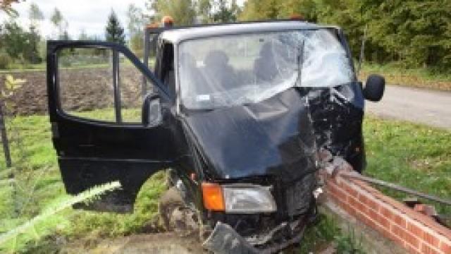 Policjanci poszukują sprawców uszkodzenia dwóch pojazdów