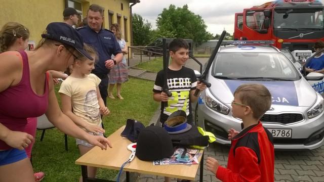Policjanci promują bezpieczeństwo na piknikach rodzinnych. ZDJĘCIA !