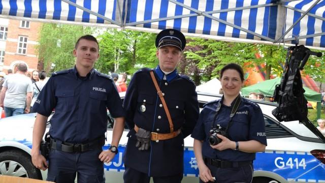 Policjanci przenieśli się w czasie – FOTO