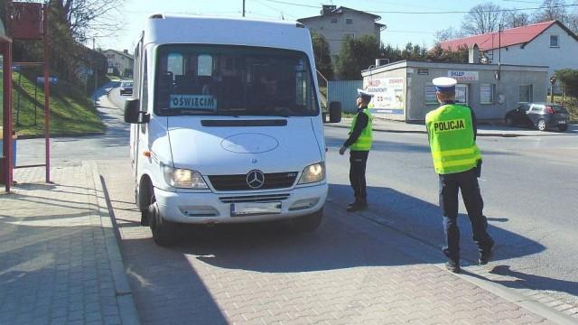 Policjanci regularnie sprawdzają busy i autobusy - InfoBrzeszcze.pl