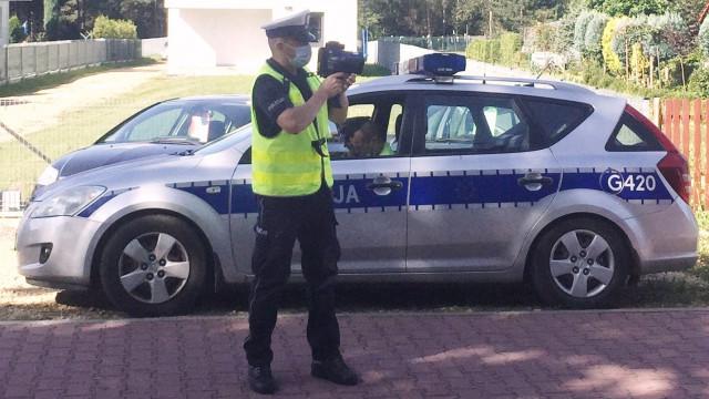 Policjanci z drogówki eliminują piratów drogowych. Kolejni stracili prawo jazdy za lekceważenie bezpieczeństwa na drodze