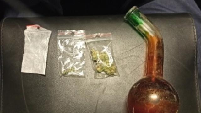 Policjanci z grupy Speed dbając o bezpieczeństwo w ruchu drogowym ujawnili przestępstwo narkotykowe.