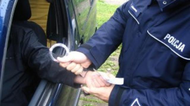 Policjanci zatrzymali pijanego kierowcę nie posiadającego uprawnień do kierowania