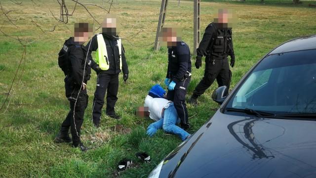 Policyjny pościg za poszukiwanym. Uszkodzony nieoznakowany radiowóz – ZDJĘCIA!