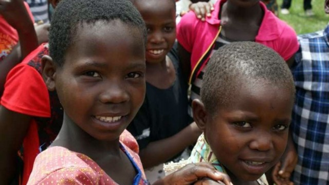 Pomagają swoim afrykańskim rówieśnikom – FOTO