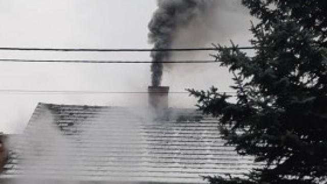 Ponad trzydzieści wyjazdów do pożarów sadzy w kominie - strażacy apelują o rozsądek. Skutki mogą być tragiczne!