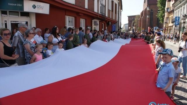 Ponieś 20-metrową flagę Polski