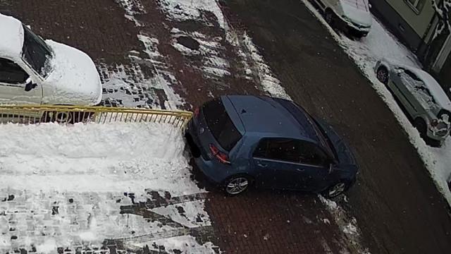 Poszukiwany właściciel pojazdu, który uszkodził barierkę – ZDJĘCIE!