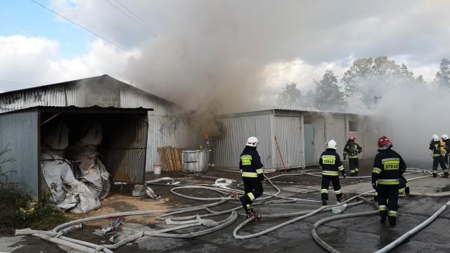 Poważny pożar w Brzeszczach. W akcji kilka zastępów straży pożarnej – ZDJĘCIA, FILM!