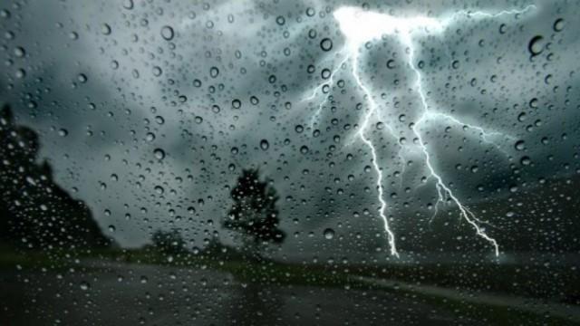 POWIAT. Obfite deszcze z burzami mogą występować do jutra rana