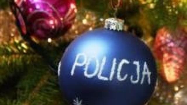 Powiat oświęcimski.  Pamiętasz o świątecznych prezentach, nie zapomnij o swoim bezpieczeństwie na drodze oraz podczas zakupów.