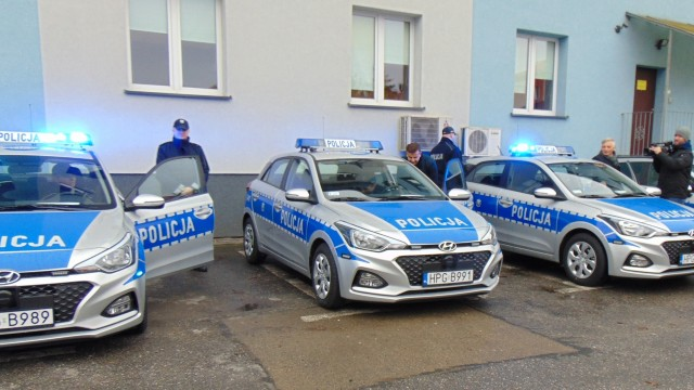POWIAT. Policjanci z Oświęcimia, Brzeszcz i Chełmka otrzymali nowe radiowozy