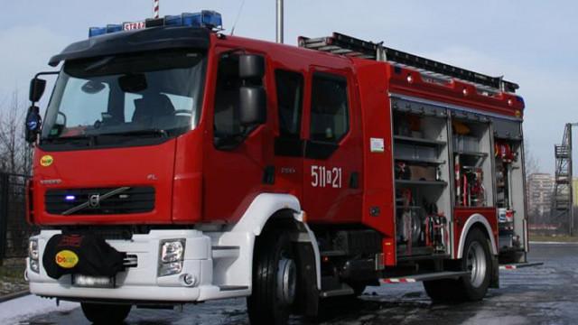Powiat - pożar aut, uszkodzony dach i ewakuacja mężczyzny
