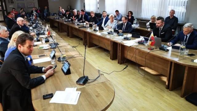 Powiat zapewnił środki na stację pomiaru jakości powietrza i zakup wozów strażackich
