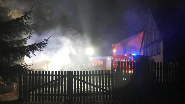 Pożar budynku gospodarczego w Porębie Wielkiej. ZDJĘCIA!